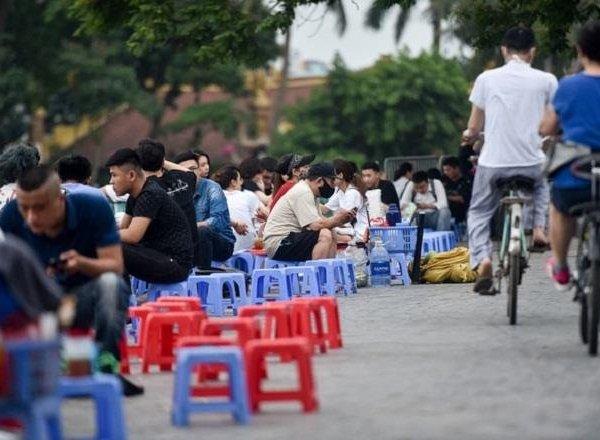 Hà Nội đóng cửa quán karaoke, dừng hoạt động đông người từ 0h ngày 1/8