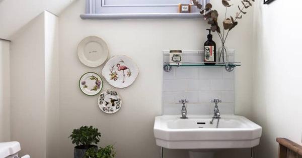 Chỉ với động tác nhanh gọn trong 1 phút này sẽ giúp bạn ngăn chặn vi khuẩn và mùi hôi khó chịu trong phòng tắm