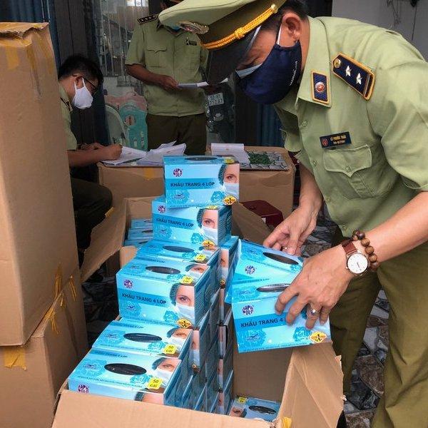 Đà Nẵng liên tục phát hiện khẩu trang y tế nghi ngờ kém chất lượng