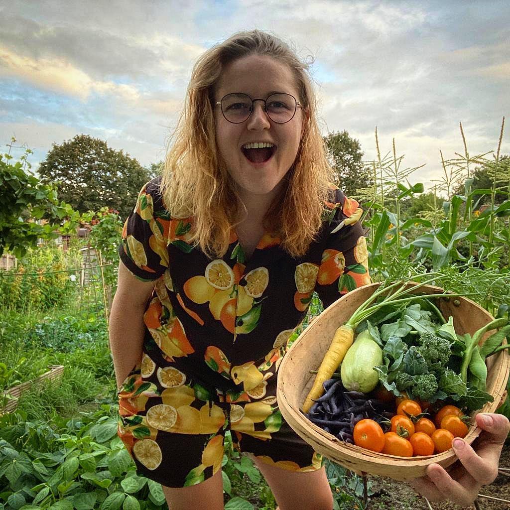 Khu vườn của cô gái xinh đẹp 23 tuổi quyết dành cả thanh xuân để trồng rau quả sạch-9