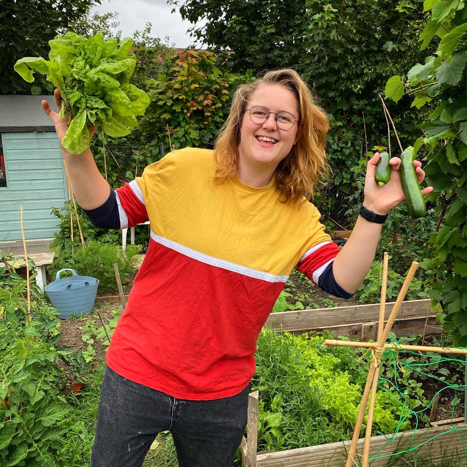 Khu vườn của cô gái xinh đẹp 23 tuổi quyết dành cả thanh xuân để trồng rau quả sạch-33