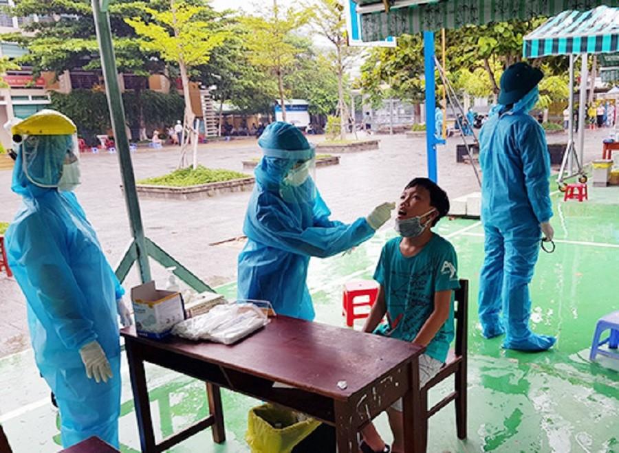 TP. Đà Nẵng: Lấy mẫu 2.800 người vùng phong tỏa, chính thức lập bệnh viện dã chiến-1