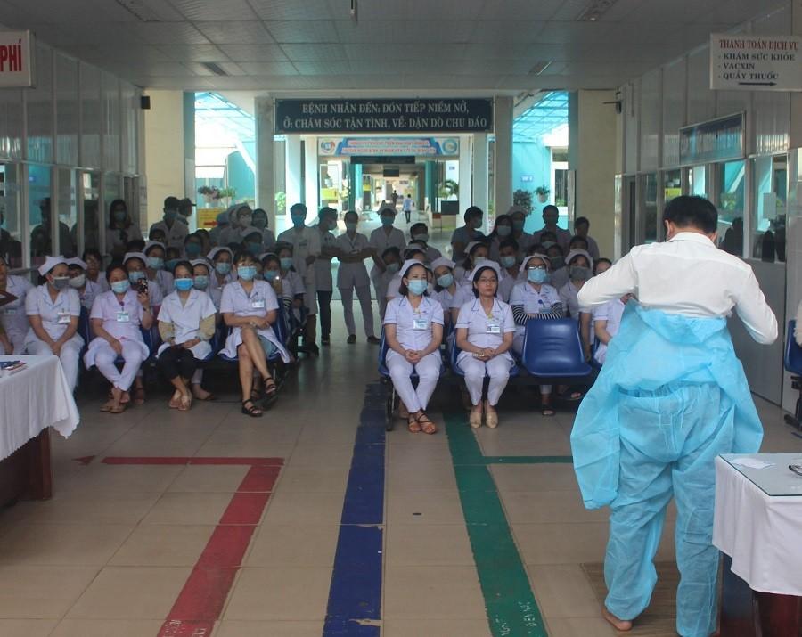 TP. Đà Nẵng: Lấy mẫu 2.800 người vùng phong tỏa, chính thức lập bệnh viện dã chiến-4