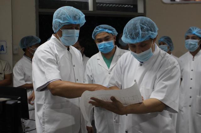 Thứ trưởng Nguyễn Trường Sơn: Bệnh viện Trung ương Huế phải là hậu phương vững chắc cho Đà Nẵng-2