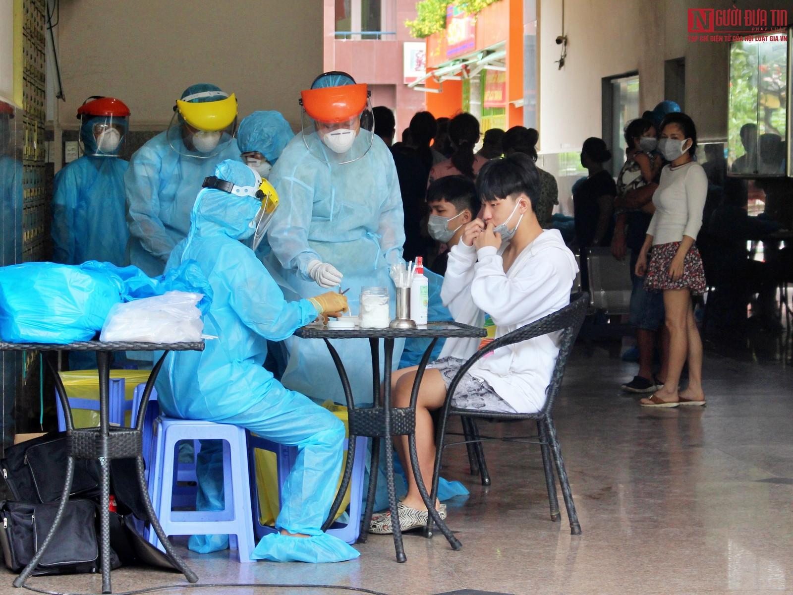 TP.HCM: Xét nghiệm hơn 300 người tại chung cư vì ca nghi nhiễm Covid-19-1