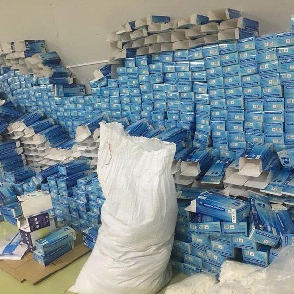 Thuê nhà xưởng 2.000m2 làm giả khẩu trang và tái chế găng tay đã qua sử dụng