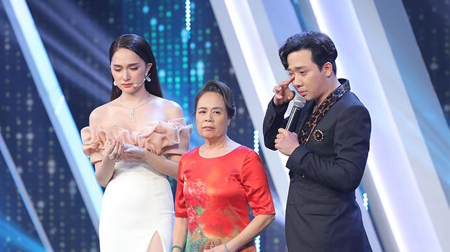 Mẹ ruột cất lời, Hương Giang rơi nước mắt trong 'Người ấy là ai'