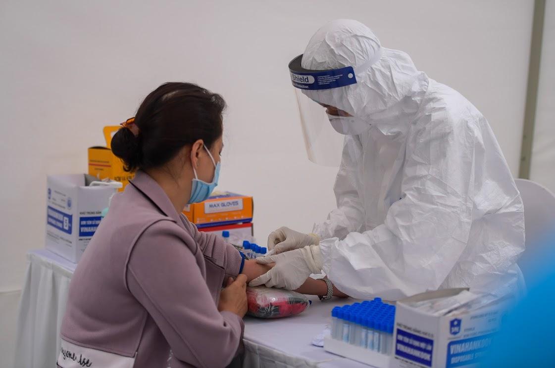 Làm việc ngày đêm để hoàn thành xét nghiệm hàng nghìn mẫu bệnh phẩm-2
