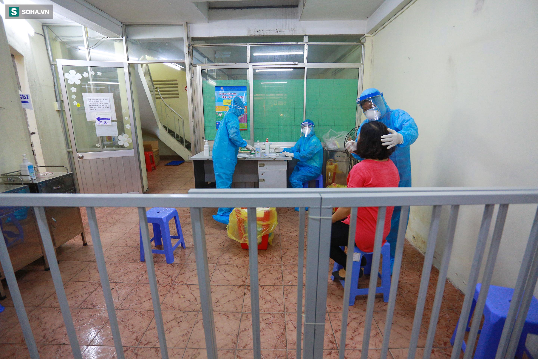[ẢNH] Bên trong khu xét nghiệm Covid-19 cho người từ Đà Nẵng trở về TP HCM-17