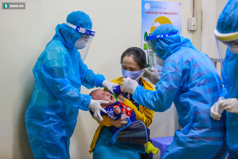 [ẢNH] Bên trong khu xét nghiệm Covid-19 cho người từ Đà Nẵng trở về TP HCM-14