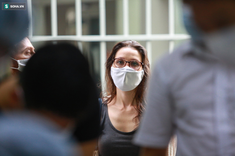 [ẢNH] Bên trong khu xét nghiệm Covid-19 cho người từ Đà Nẵng trở về TP HCM-16