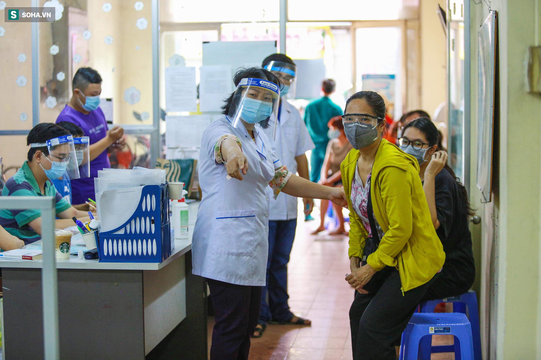 [ẢNH] Bên trong khu xét nghiệm Covid-19 cho người từ Đà Nẵng trở về TP HCM-7