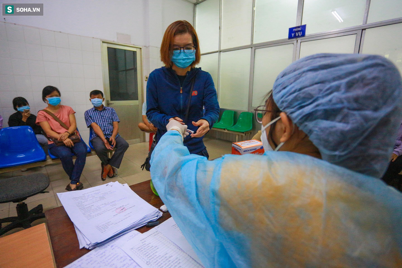 [ẢNH] Bên trong khu xét nghiệm Covid-19 cho người từ Đà Nẵng trở về TP HCM-4