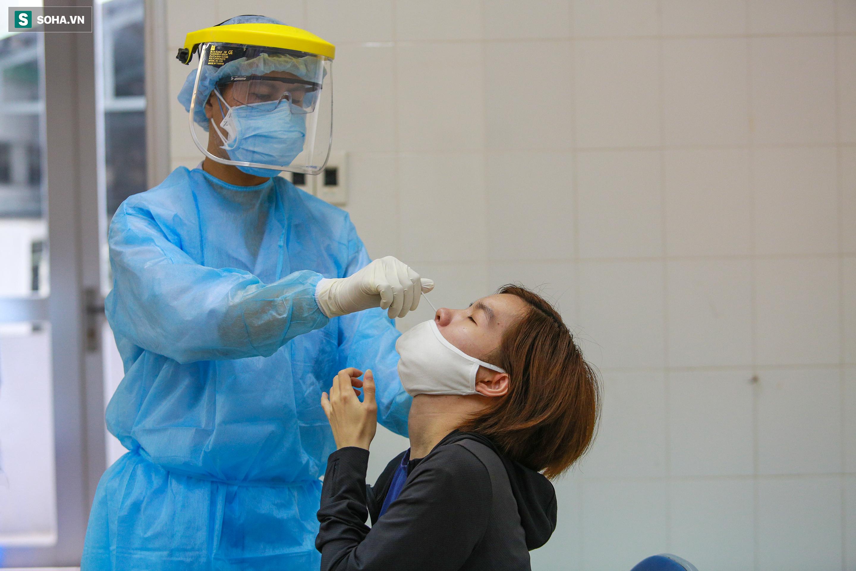 [ẢNH] Bên trong khu xét nghiệm Covid-19 cho người từ Đà Nẵng trở về TP HCM-1
