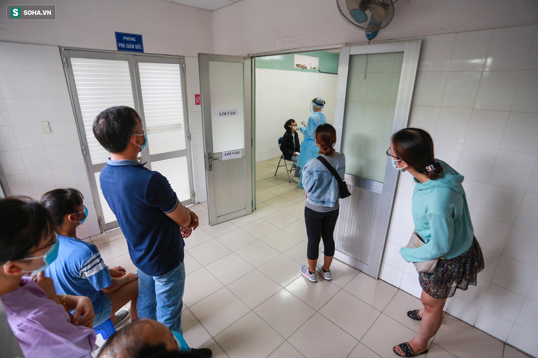 [ẢNH] Bên trong khu xét nghiệm Covid-19 cho người từ Đà Nẵng trở về TP HCM-5