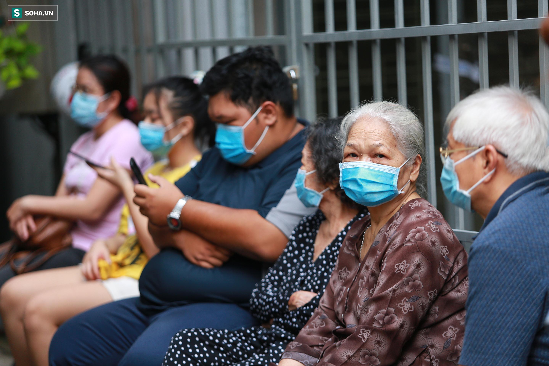 [ẢNH] Bên trong khu xét nghiệm Covid-19 cho người từ Đà Nẵng trở về TP HCM-3