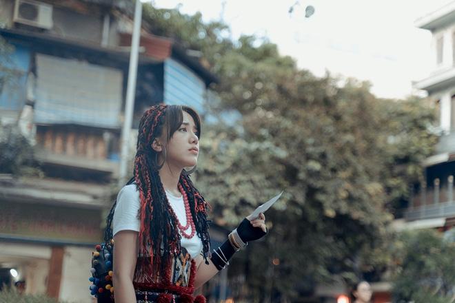 Phùng Khánh Linh tái xuất, tập nhảy tới móng chân tóe máu-4