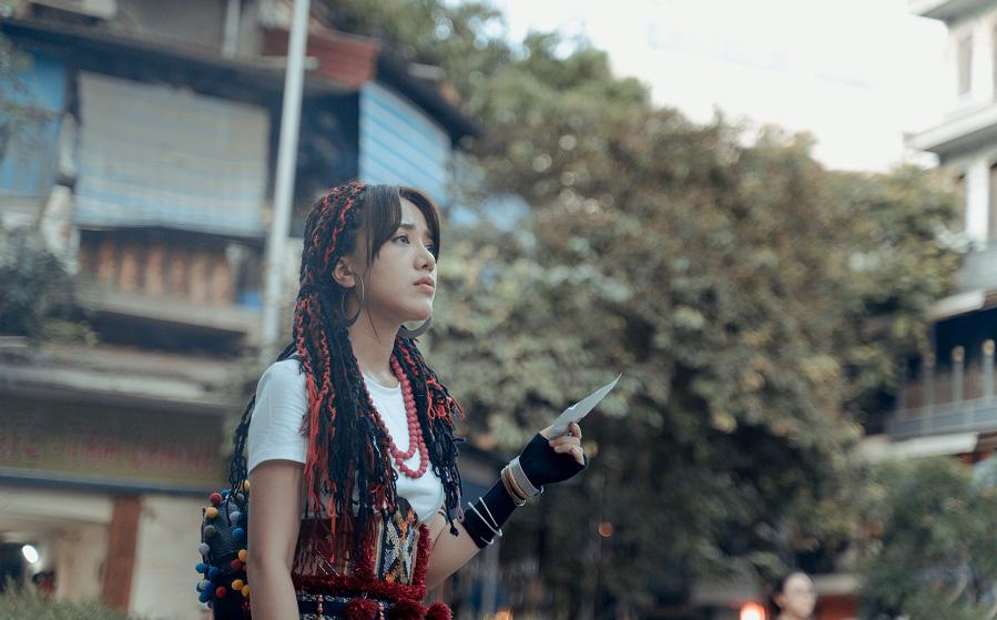 Phùng Khánh Linh tái xuất, tập nhảy tới móng chân