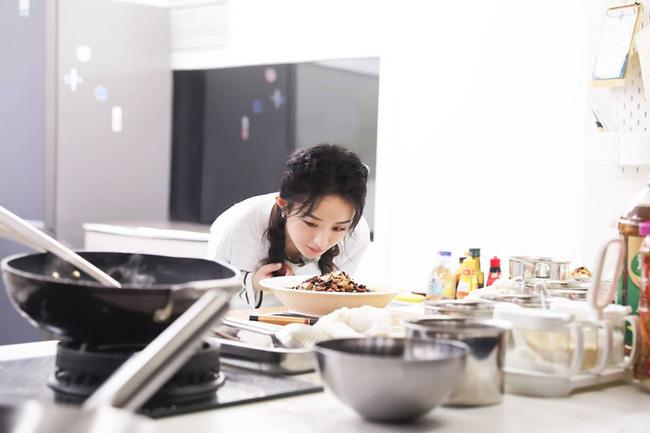 Nhà hàng Trung Hoa 4: Loạt ảnh góc nghiêng tuyệt đẹp của Triệu Lệ Dĩnh, khóc trên truyền hình mà không cho ai biết -7
