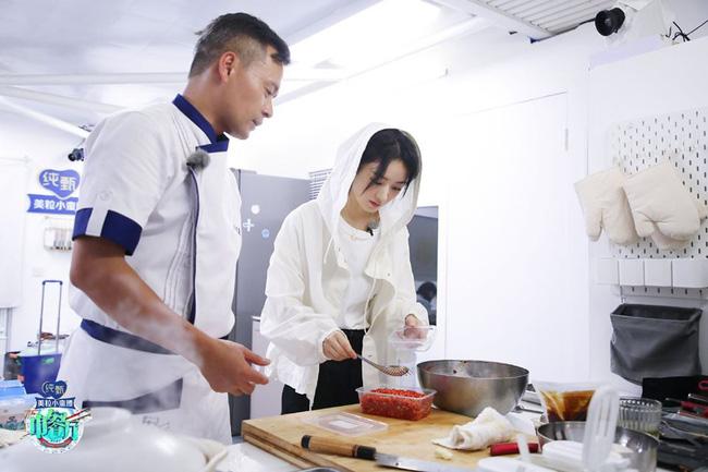 Nhà hàng Trung Hoa 4: Loạt ảnh góc nghiêng tuyệt đẹp của Triệu Lệ Dĩnh, khóc trên truyền hình mà không cho ai biết -3