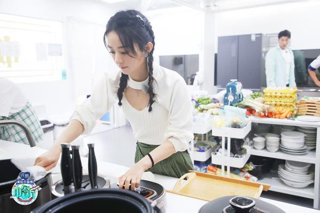 Nhà hàng Trung Hoa 4: Loạt ảnh góc nghiêng tuyệt đẹp của Triệu Lệ Dĩnh, khóc trên truyền hình mà không cho ai biết -4