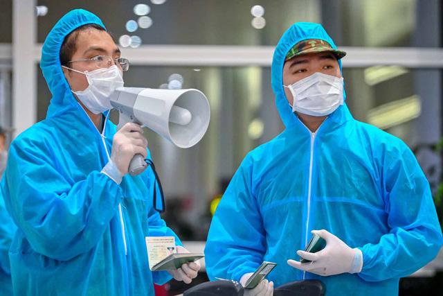Bộ Y tế truy tìm khẩn người từ vùng dịch đến TP.HCM trên 2 chuyến bay-1