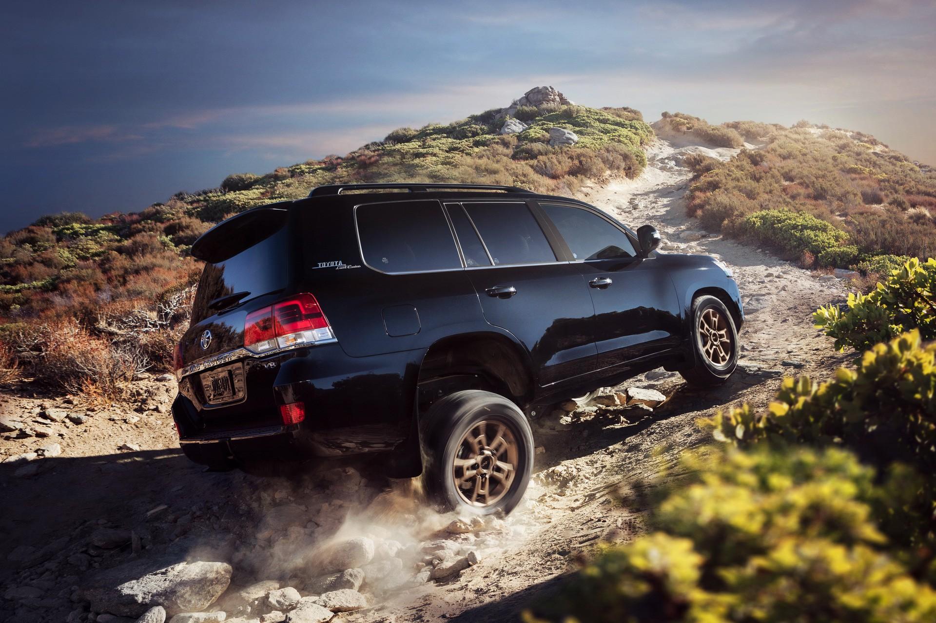 Ra mắt Toyota Land Cruiser 2021 - 'chiến binh sa mạc' ưa thích của giới nhà giàu Ả Rập