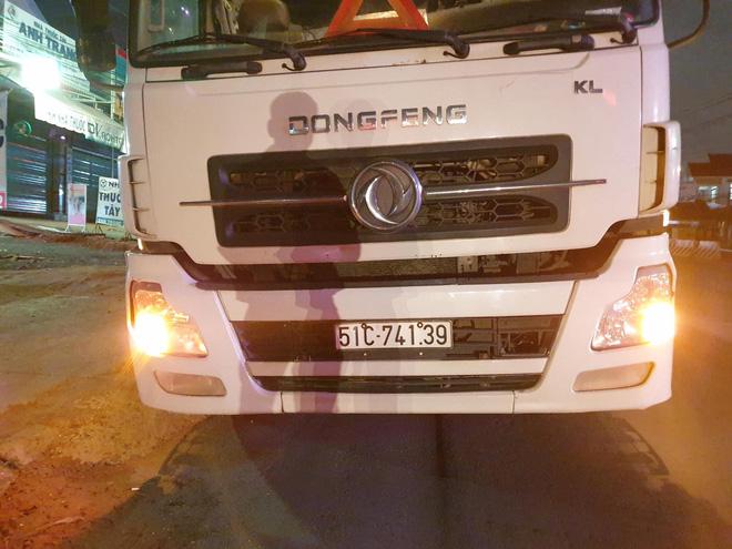 Người dân truy đuổi, bắt tài xế xe container cán chết người bỏ chạy trong đêm-2