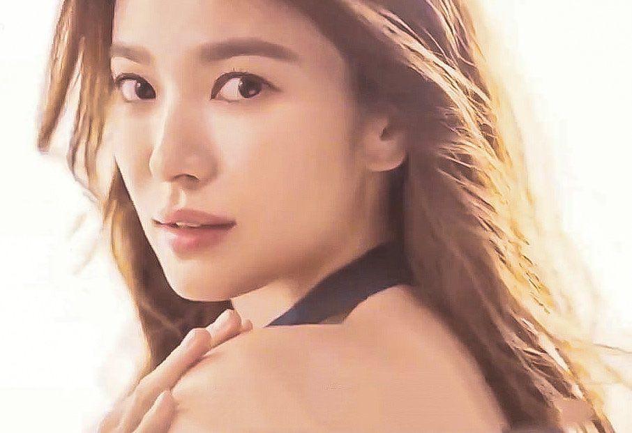 Song Hye Kyo lại khiến dân tình mê mẩn trước nhan sắc đỉnh cao, nhìn sao cũng không giống đã bước sang tuổi 39-2