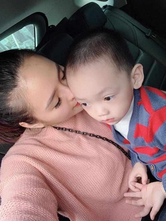 Hoa khôi Lại Hương Thảo xót xa tiết lộ chỉ được gặp con vài tiếng mỗi tuần giữa cuộc chiến hậu ly hôn với chồng đại gia-2