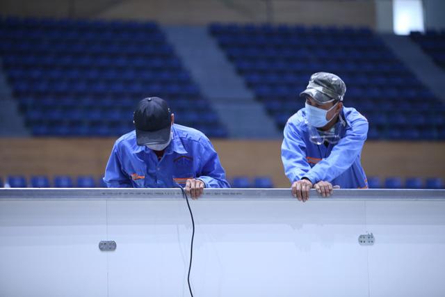 Hàng trăm người hối hả thi công bệnh viện dã chiến tại Đà Nẵng-17