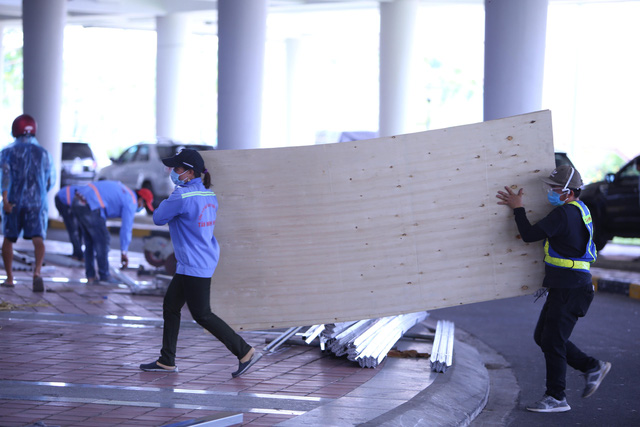 Hàng trăm người hối hả thi công bệnh viện dã chiến tại Đà Nẵng-15