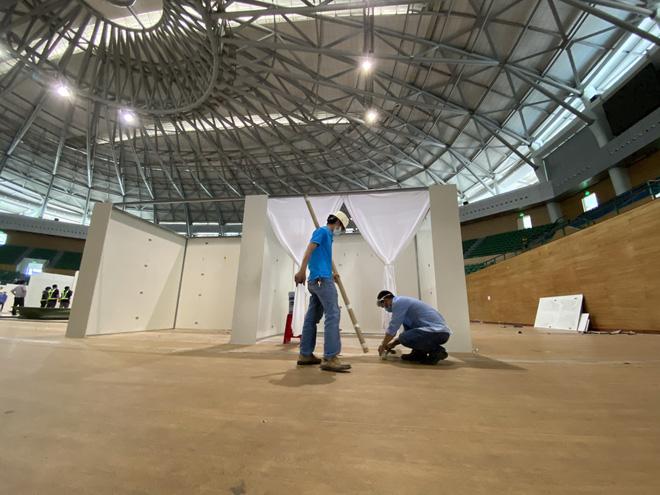 Thần tốc hoàn thiện bệnh viện dã chiến 300 giường trong nhà thi đấu Cung Thể thao ở Đà Nẵng-1