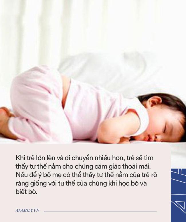 Nhiều trẻ thích ngủ trong tư thế chổng mông lên trời, tưởng không thoải mái nhưng lại rất tốt cho bé-2