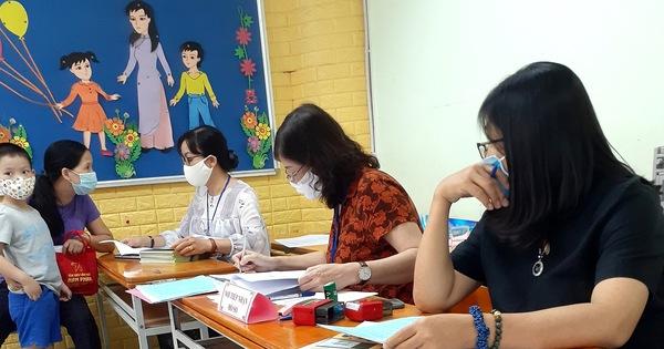 Tuyển sinh vào lớp 1, phụ huynh có thể nộp luôn hồ sơ nhập học cho con