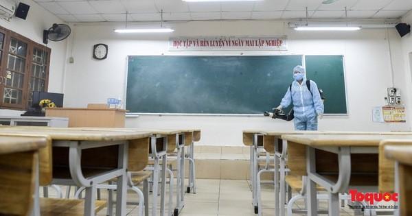 Phun khử khuẩn các điểm thi, Hà Nội sẵn sàng cho kỳ thi tốt nghiệp THPT 2020