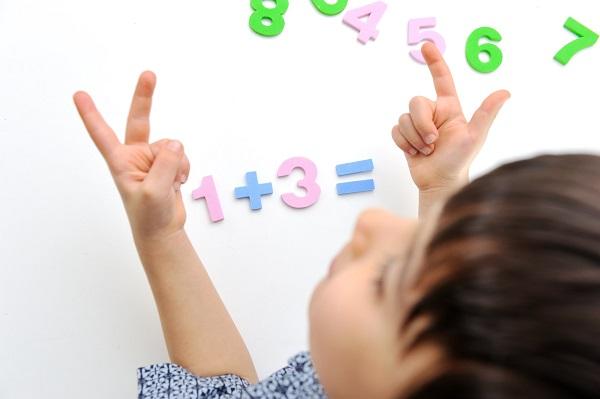 Bài toán lớp 2 tưởng đơn giản nhưng cách giải khiến người lớn cũng