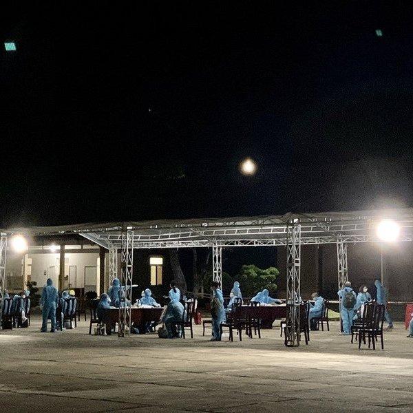 Bà Rịa – Vũng Tàu: Trắng đêm tiếp nhận cách ly hơn 340 công dân Việt Nam từ Úc về nước