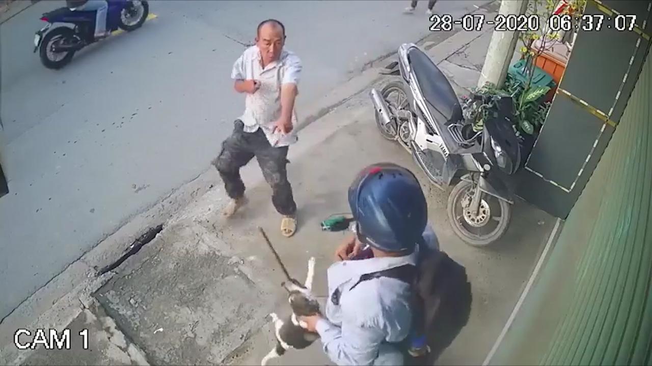 Bị bắt quả tang trộm chó, 2 tên trộm quay lại để trả thù