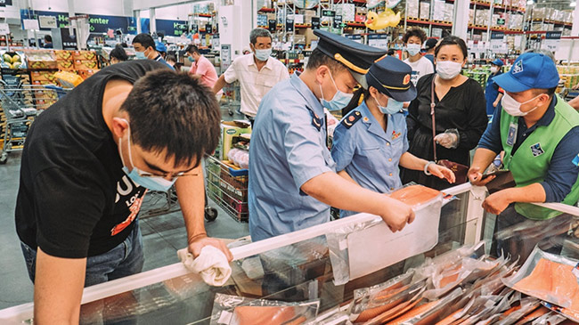 Trung Quốc: Liên tục tìm thấy virus corona trên bao bì hàng đông lạnh