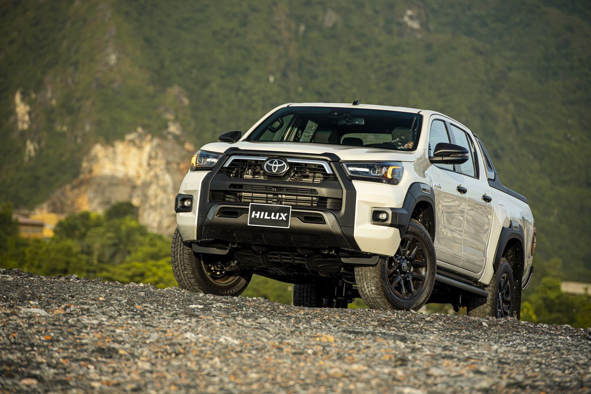 Toyota Hilux 2020 cập bến thị trường Việt Nam: thêm trang bị, giá từ 628 triệu đồng