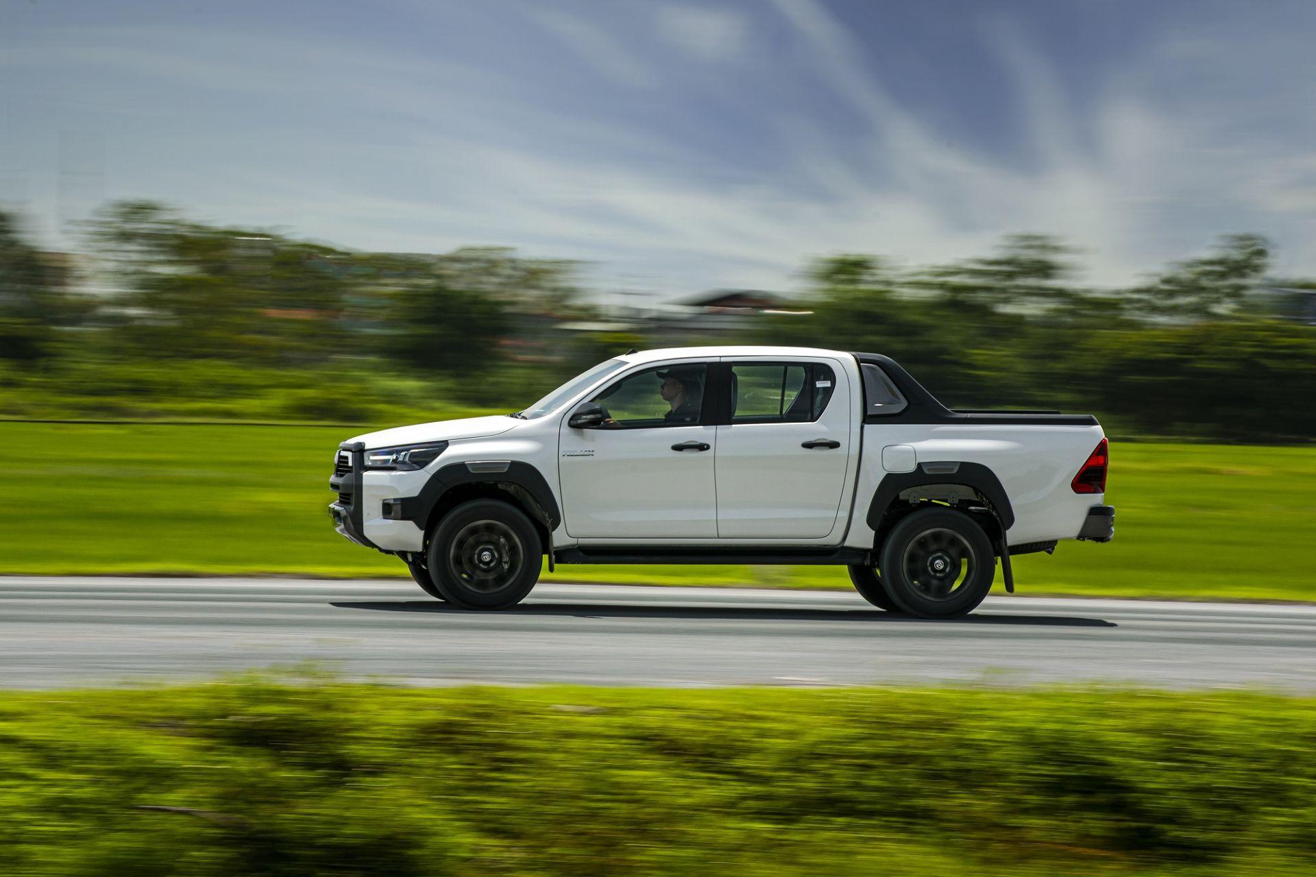 Giá lăn bánh Toyota Hilux 2020 mới nhất