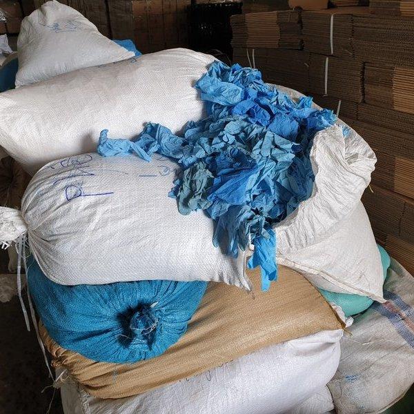 Phát hiện cơ sở tái chế hai triệu găng tay y tế đã qua sử dụng chuẩn bị tuồn ra thị trường
