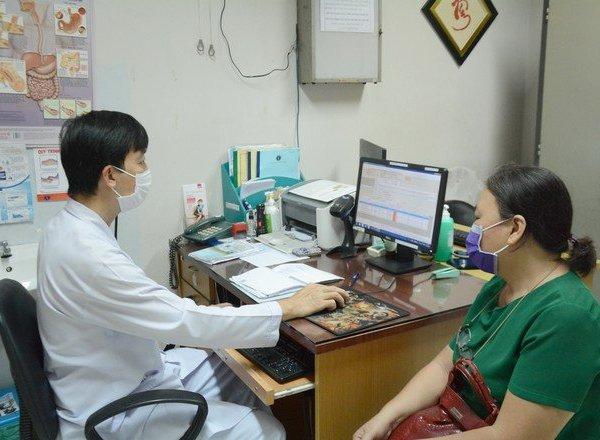 Người cao tuổi tại TP.HCM được khám chữa bệnh tại nhà để phòng dịch Covid-19