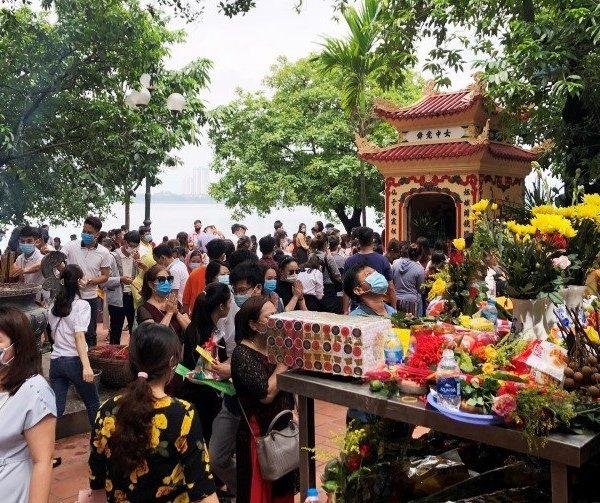 Kêu khó giãn cách nhà hàng, Chủ tịch quận tại Hà Nội nói