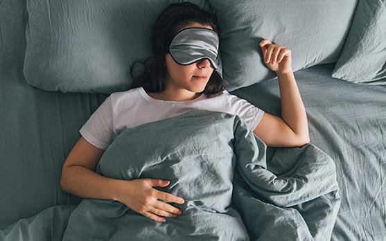 Nếu đều đặn thực hiện 5 thói quen này khi đi ngủ, bạn chắc chắn sẽ ngủ ngon hơn và giảm cân nhanh mà không cần tập thể dục
