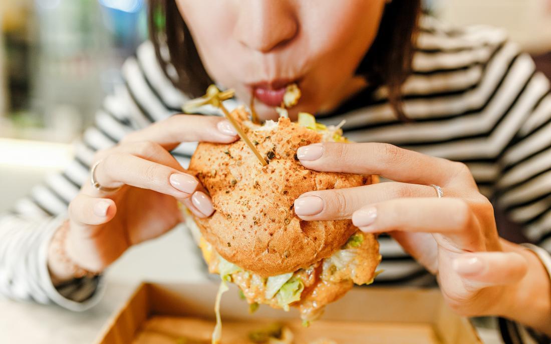 Người phụ nữ có 6 dấu hiệu này khi ăn thì chắc chắn cân nặng đang tăng nhanh như