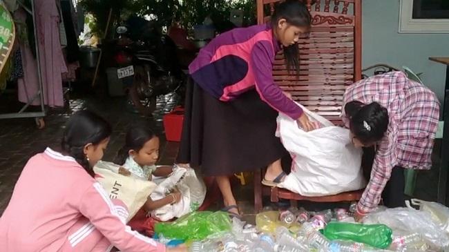 Trường rác – nơi học sinh trả tiền học phí bằng nhựa