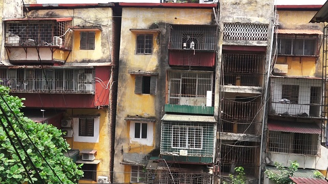 Cận cảnh chung cư nguy hiểm cấp độ D buộc phải di dời tại Hà Nội