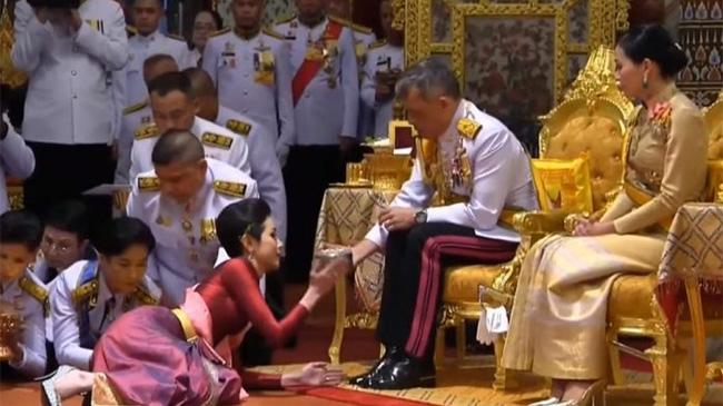 Quốc vương Thái Lan ra quyết định bất ngờ với Hoàng quý phi bị phế truất